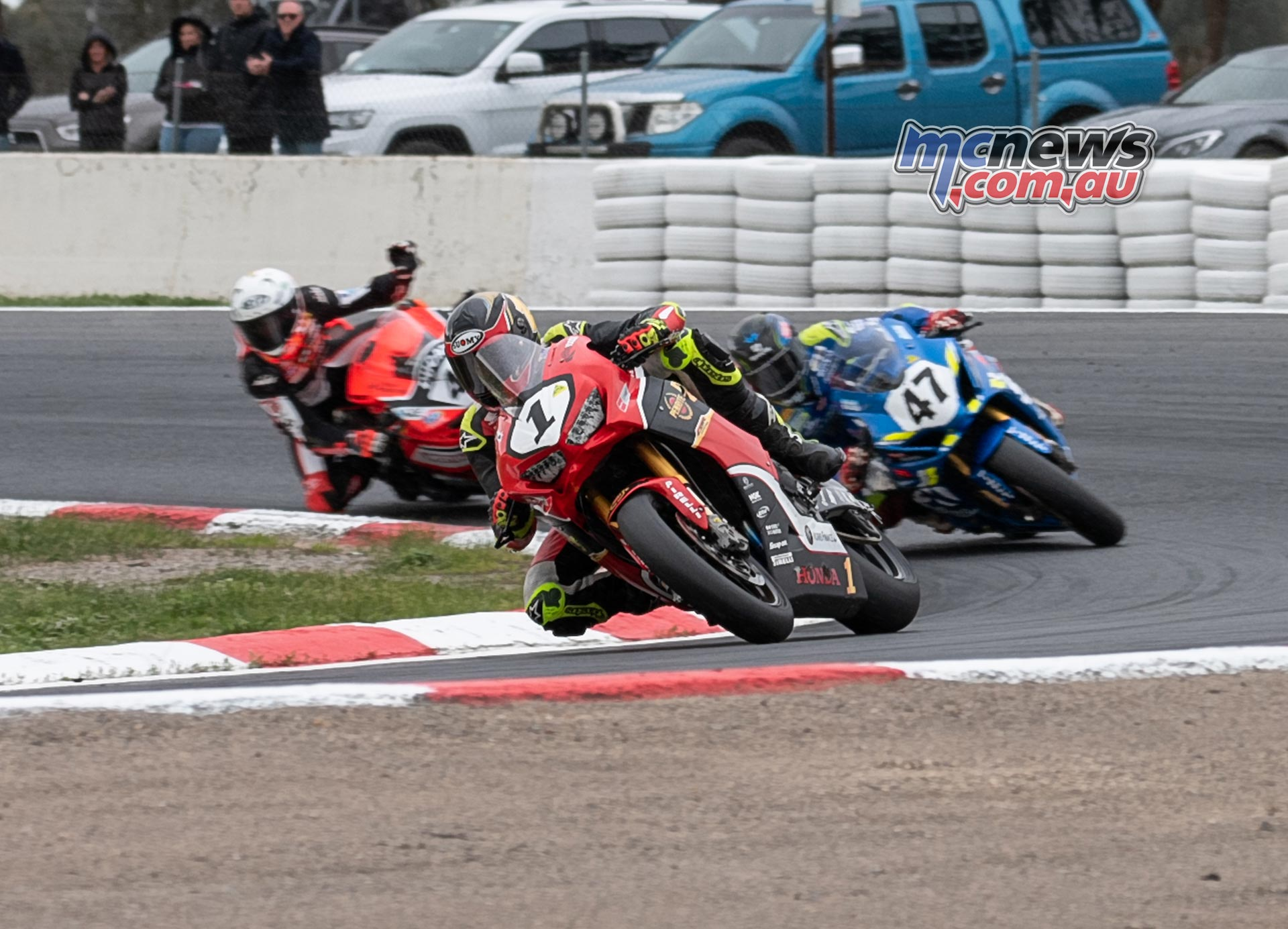 ASBK Rnd Winton RbMotoLens SBK R rd Restart Troy Leads Leads Mikes hand up