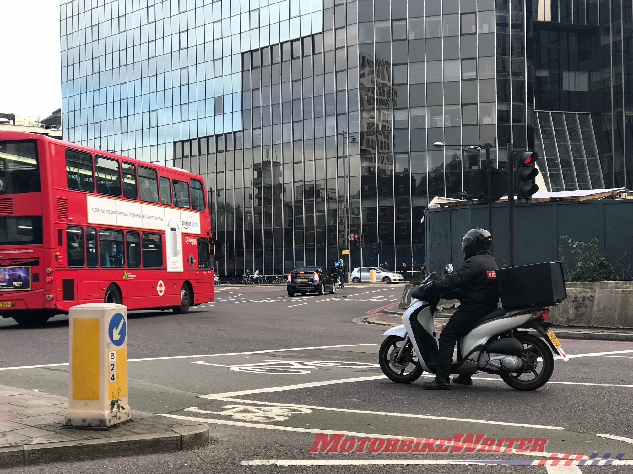 London roundabout has safe boxes for cyclists, but not motorcyclists or scooter riders