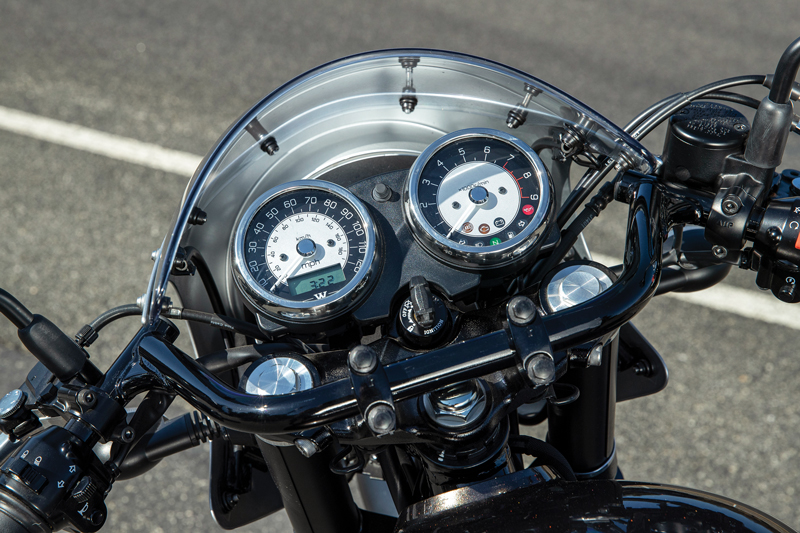 W800 Cafe gauges