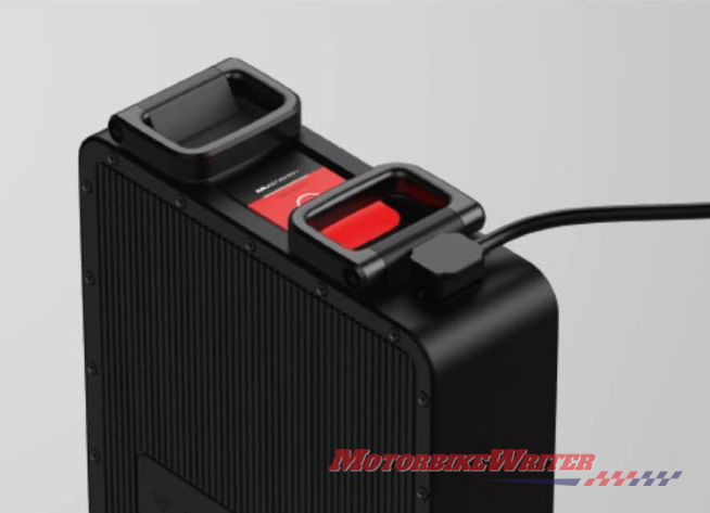 Niu RQi Carry battery inside to charge