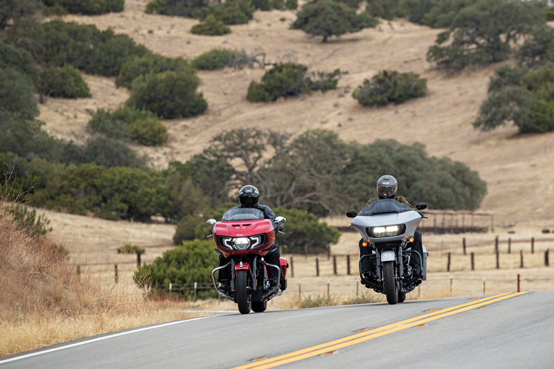 Road Glide vs Challenger