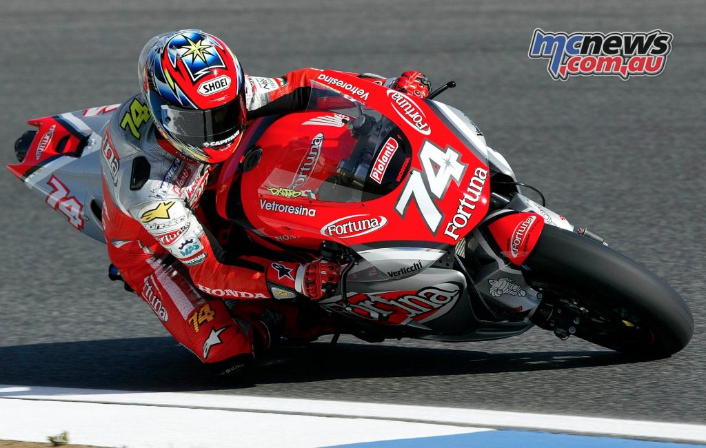 2002 - RIGHT AT THE TOP WITH THE NEW HONDA RC211V Gresini Racing team is back in the premier class with rising star Kato: from the Czech Republic GP, Honda gives the new, five-cylinder four-stroke RC211V jewel to the Japanese rider and Daijiro is immediately at the top, climbing the second step of the podium.