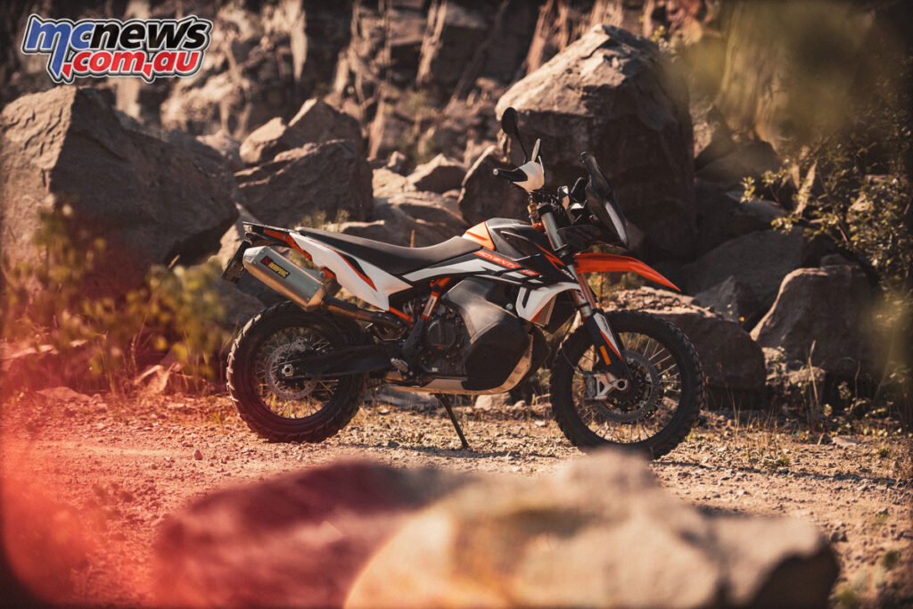 The standard KTM 890 Adventure R runs a WP Xplor 48mm fork and WP Xplor shock