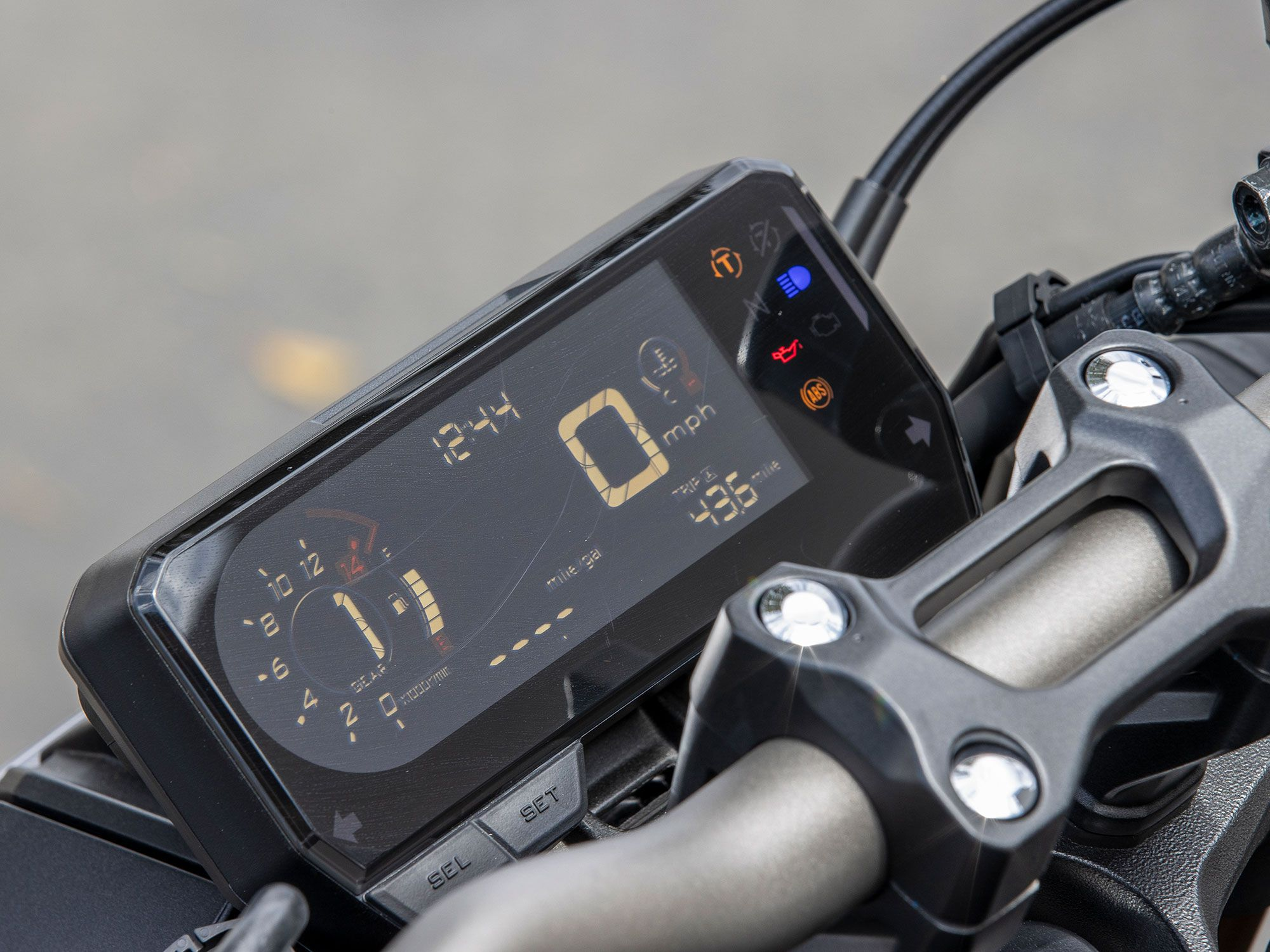 The CB650R sees a number of revisions in the 2021 model year. This LCD display has been repositioned to combat sun glare, while fonts have been changed to increase visibility of important information.