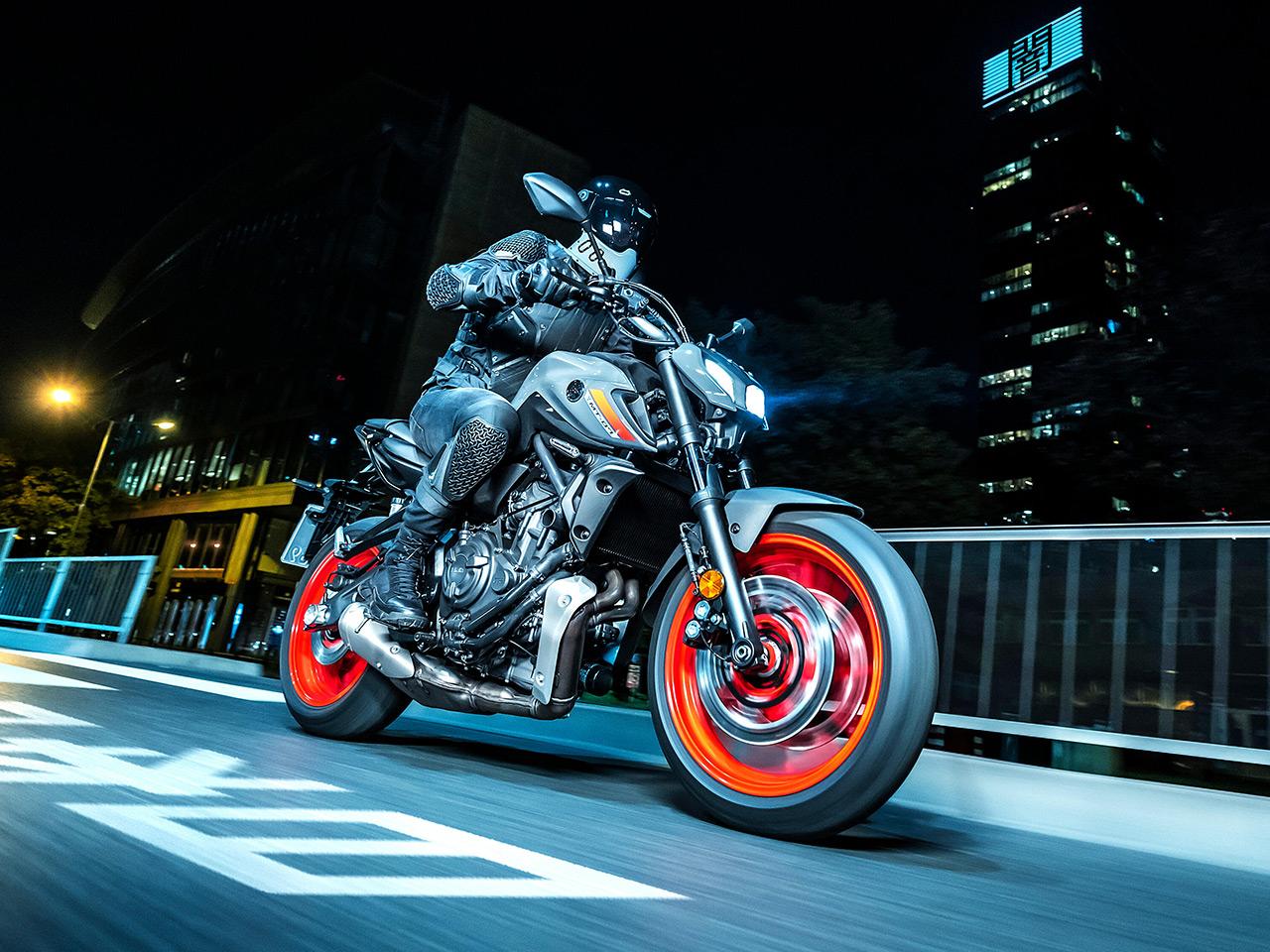 Yamaha MT07 riding at night in Tokyo