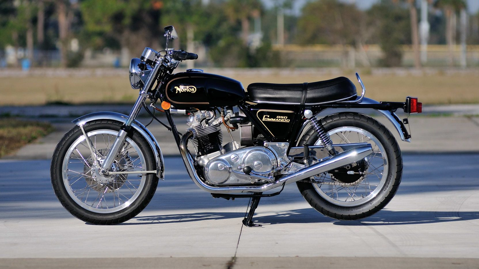 1973 Norton Commando 850 Side View