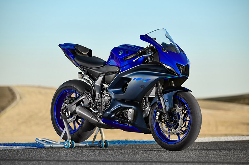 2022 Yamaha YZF-R7 review blue