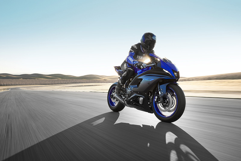 2022 Yamaha YZF-R7 review action track