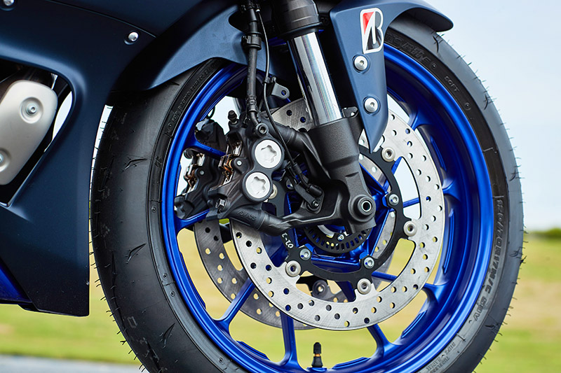 2022 Yamaha YZF-R7 supersport sportbike review