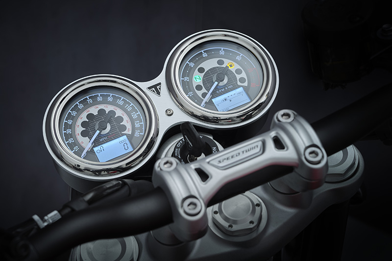 2022 Triumph Speed Twin review gauges