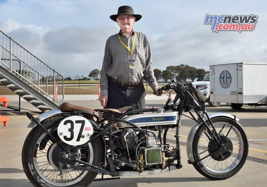 IIC Phillip Island Rob Mott With Douglas Ken Lucas