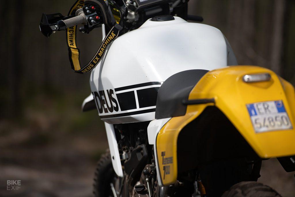 a view of the tank and saddle of the custom Yamaha Ténéré 700, created by Deus Italia
