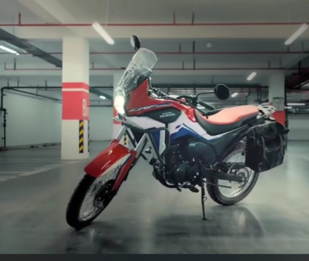 A side view of the Honda CRF190L ADV available in China