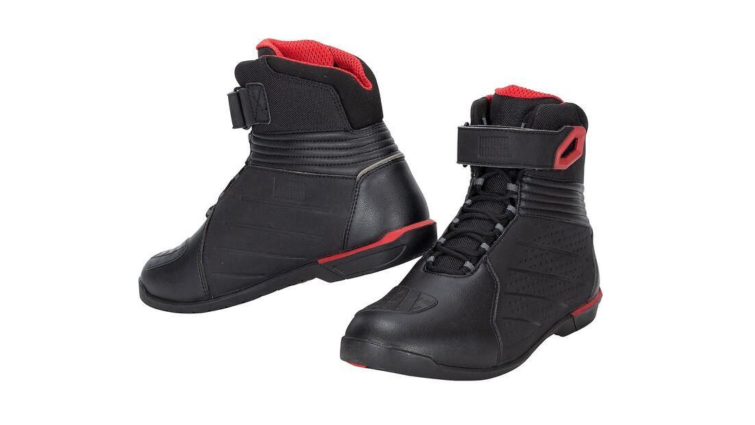 Studi shot of Rekurv ankle boots