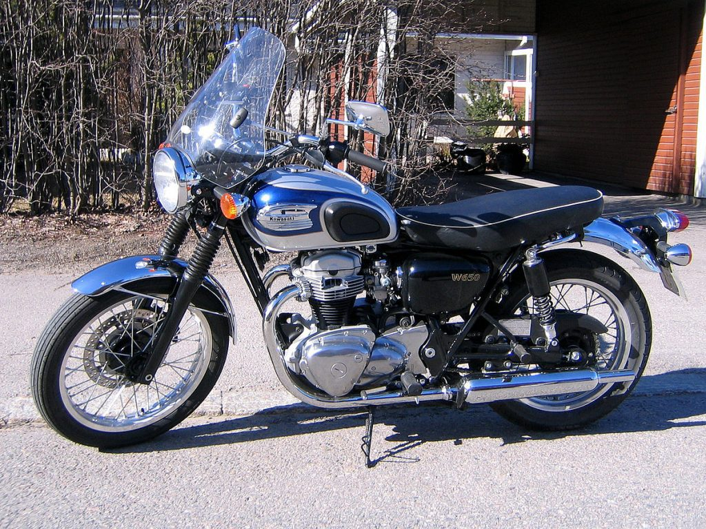 A side view of the Kawasaki W650, from the early Y2K days
